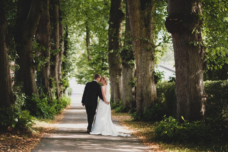 Hochzeit in Hamburg Brautpaar Allee