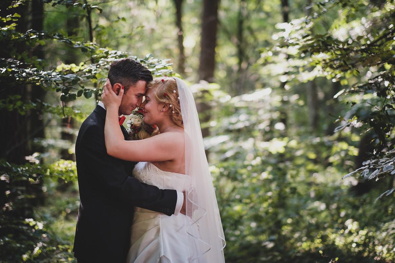 Scheib Hochzeitsfotografie BrautpaarimWald-1383
